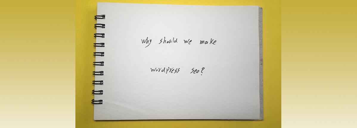 روی دفترچه به انگلیسی توشته شده چرا باید سایت وردپرسی را سئو کنیم